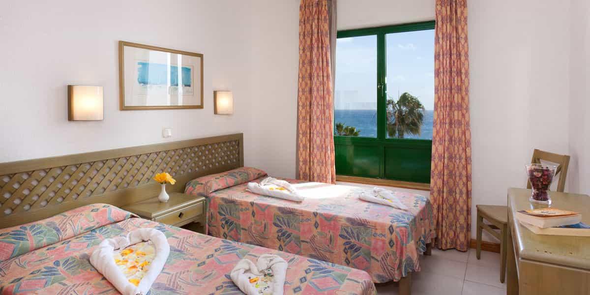 Blue sea costa teguise beach lanzarote blue sea hotels for Terrace parent lounge